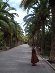 Aviva in the public garden in Ragusa