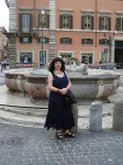 Aviva in front of a fountain on Piazza Colonna
