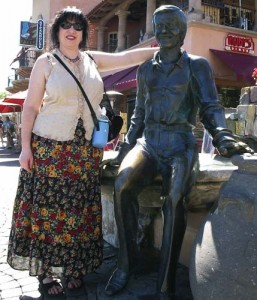 Aviva with the statue of Sonny Bono in Palm Springs