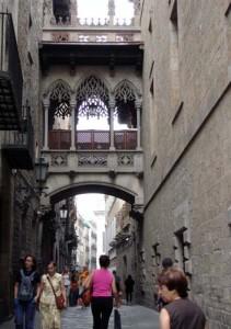 "An overhead bridge like the ""bridge of sighs"" in Venice"