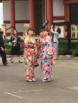 3 girls in kimono taking selfies